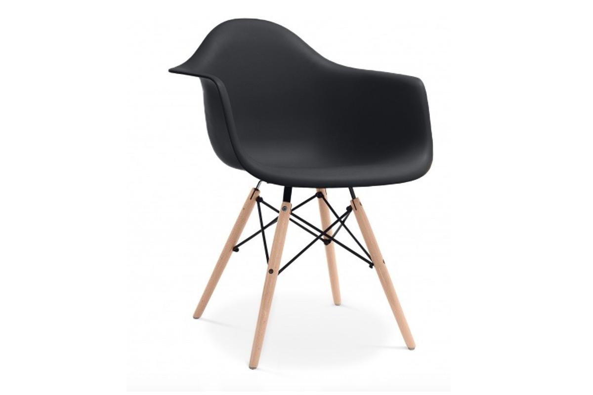 Czarne krzesło z podłokietnikami skandynawskie