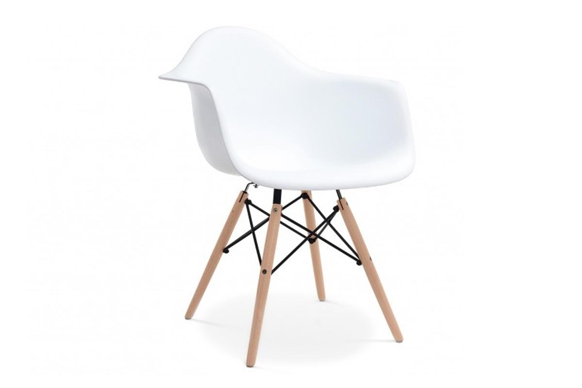 Białe krzesło z podłokietnikami skandynawskie