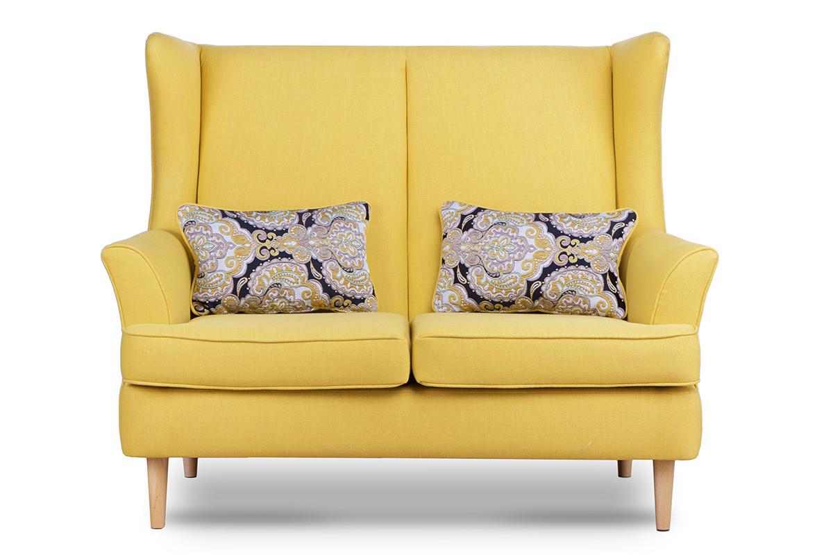 Skandynawska sofa dwuosobowa żółta na nóżkach
