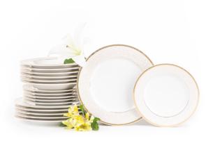 MARTHA GOLD, https://konsimo.pl/kolekcja/martha-gold/ Serwis obiadowy polska porcelana 6 os. 18 elementów biały / złoty wzór Gold - zdjęcie