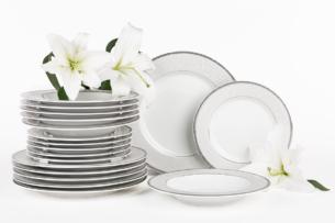 MARTHA PLATIN, https://konsimo.pl/kolekcja/martha-platin/ Serwis obiadowy polska porcelana 6 os. 18 elementów biały / platynowy wzór Platin - zdjęcie